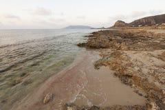 Puzzustrand bij de zonsondergang Favignanaeiland, Sicili?, Itali? royalty-vrije stock foto