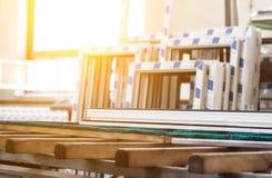 pvc窗口,大pvc框架,太阳,窗架, pvc的生产 库存图片