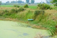 PVC-Abflussrohre in der Zuleitung, im Abwasser und im Wasser Stockfotografie