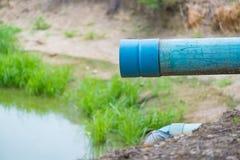 PVC-Abflussrohre in der Zuleitung, im Abwasser und im Wasser Lizenzfreies Stockfoto