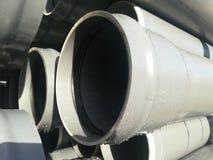 PVC di plastica dei tubi di scarico fotografia stock libera da diritti