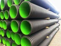PVC di plastica dei tubi di scarico in un mucchio fotografie stock libere da diritti
