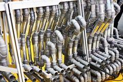 PVC dopasowania i metal drymby dla wodnego ściekowego systemu Zdjęcia Stock