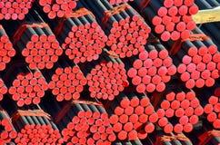 PVC et pipe en acier empilés image stock