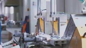 PVC-Profile, Plastikfensterfertigung stock video