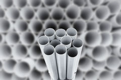 PVC-Rohre gestapelt im Lager Stockfotos