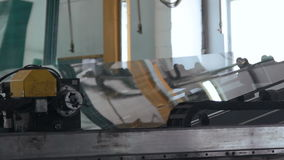 PVCfenster und -türen Glas auf Plastikfensterfabrik stock video