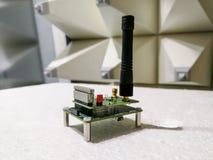 PWB da eletrônica com o módulo de comunicação sem fio na câmara surda fotos de stock royalty free