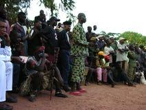 Pweto, Katanga, transporteur, le 20 mai 2006 : Lutteurs attendant devant la foule photo libre de droits