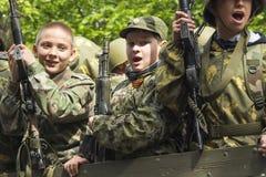PYATIGORSK, РОССИЯ - 9-ОЕ МАЯ 2014: День победы в WWII Молодой gunn стоковая фотография rf