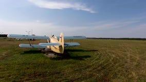 PYATIGORSK, RÚSSIA - 8 de julho de 2018: Airshow com planos do russo de antonov An-2 filme