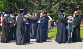 PYATIGORSK RYSSLAND - MAJ 09, 2017: Präster i traditionell kläder på gatan Royaltyfria Bilder