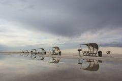 Pykniczni stoły przy Białych piasków Krajowym zabytkiem Zdjęcia Stock