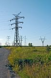 Pylônes d'énergie électrique Photographie stock