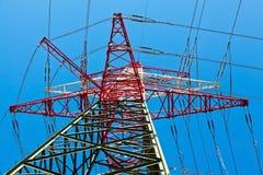 Pylônes d'une ligne électrique Photos libres de droits