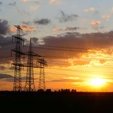 Pylônes de puissance pour transporter l'électricité photographie stock libre de droits