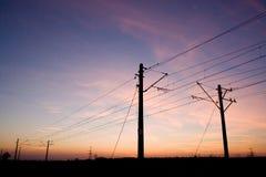Pylônes sur le coucher du soleil Photographie stock libre de droits