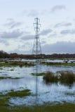 Pylône de l'électricité avec la réflexion Image libre de droits