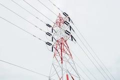 Pylône de l'électricité d'isolement sur le blanc Image libre de droits