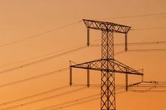 Pylône de l'électricité au coucher du soleil Photographie stock