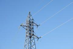 Pylône en métal avec un ciel bleu Photographie stock libre de droits