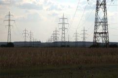 Pylônes de transport de l'électricité Image libre de droits
