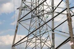 Pylônes et ligne de l'électricité Photographie stock libre de droits