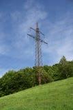 pylon άνοιξη λιβαδιών ηλεκτρικής ενέργειας πράσινη Στοκ Φωτογραφία
