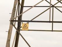 Pylon ηλεκτρικός κίνδυνος κίτρινο de κινδύνου λεπτομέρειας σημαδιών πύργων μετάλλων Στοκ εικόνες με δικαίωμα ελεύθερης χρήσης