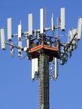 Pylon, blauwe hemel van telefoonantennes Stock Afbeelding
