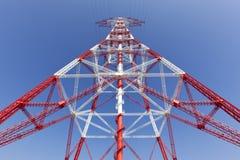 Pylon het perspectiefmening van de elektriciteitshoogspanning Stock Foto's