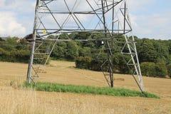 Pylon i jordbruksmark Royaltyfria Bilder