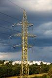 Pylonen in platteland Stock Afbeeldingen