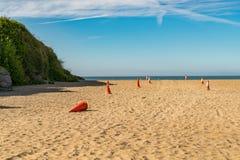 Pyloner på stranden Arkivbild
