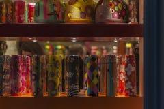 Pylones shoppar fönstret Arkivbild