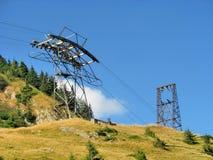 Pyloon van kabelbaan in de bergen van de Karpaten Stock Afbeelding