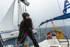 PYLOS,希腊-水手参加航行赛船会 库存图片
