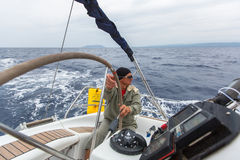 PYLOS,希腊-水手参加航行赛船会 库存照片