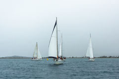 PYLOS,希腊-风船参加在希腊海岛群中的航行赛船会 免版税图库摄影