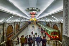 PYONGYANG NORR KOREA-OCTOBER 10,2017: Den Puhung gångtunnelstationen Royaltyfri Bild