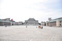 Pyongyang, Uroczyści ludzie nauka domu fotografia royalty free