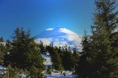 Pypeć Ivan - góra z dwa białymi szczytami Obrazy Stock