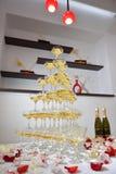 Pyramid av champagne royaltyfri fotografi