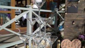 Pyramid av champagne lager videofilmer