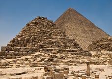 Pyramid av Cheops och östliga pyramider Arkivfoton