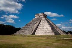 Pyramid av Chichen Itza, den Castillo templet, Mexico Fotografering för Bildbyråer