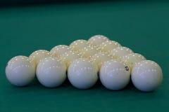Pyramid av de ryska billiardbollarna Arkivbild