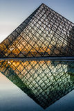 Pyramid av den Le Luftventil paris staden Frankrike arkivbild
