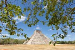 Pyramid av Kukulcan på Chichen Itza Mexico Royaltyfri Fotografi