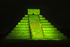 Pyramid av Kukulkan på Chichen Itza Royaltyfri Fotografi